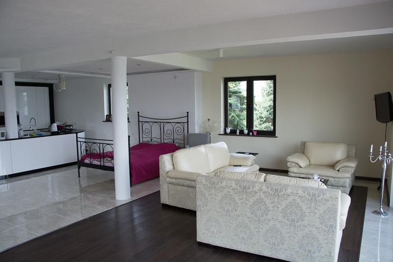 http://charzykowypokoje.pl/wp-content/uploads/2015/08/willa_emilia_charzykowy-pokoje-apartamenty-30.jpg