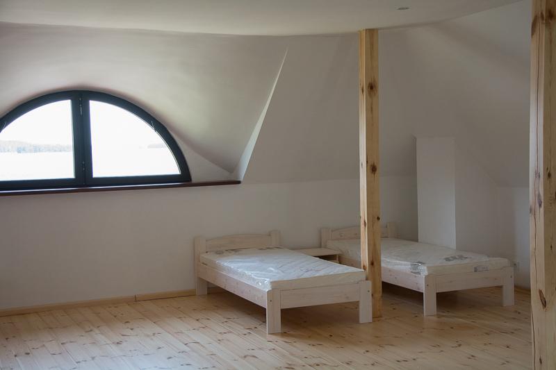 http://charzykowypokoje.pl/wp-content/uploads/2015/08/willa_emilia_charzykowy-pokoje-apartamenty-41.jpg