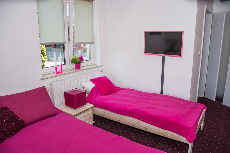 http://charzykowypokoje.pl/wp-content/uploads/2017/02/willa_emilia_charzykowy-pokoje-apartamenty-1-3.jpg