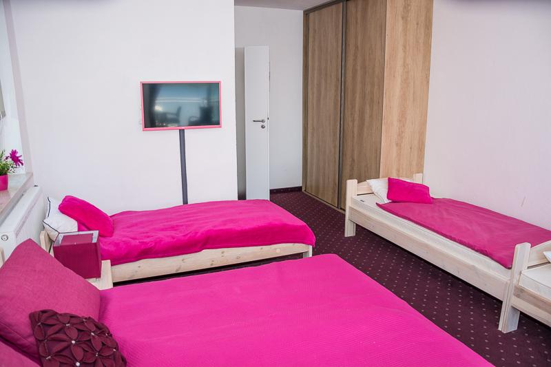 http://charzykowypokoje.pl/wp-content/uploads/2017/02/willa_emilia_charzykowy-pokoje-apartamenty-1-7.jpg